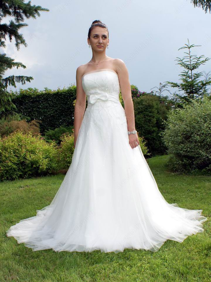... wedding dress is a #brand new, 2013 style. http://www.dresseshop.fr