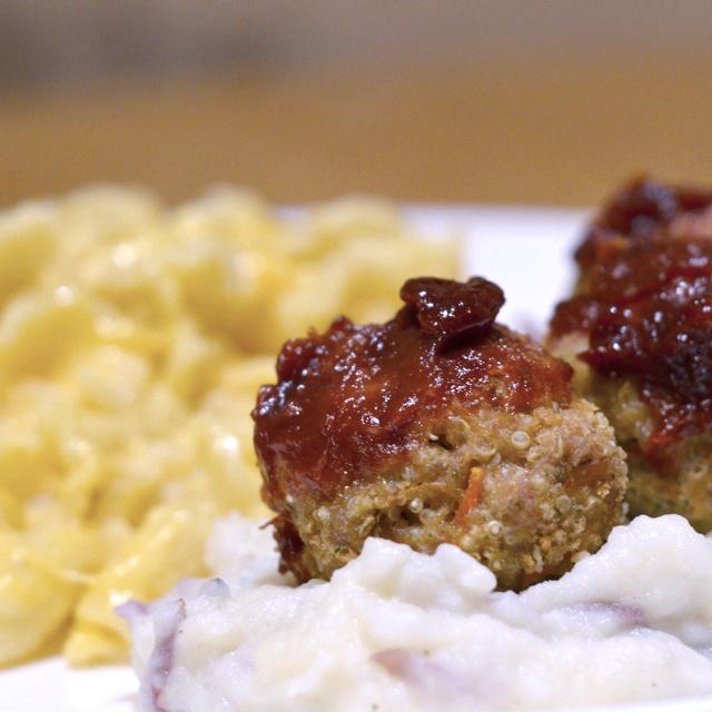 Turkey Quinoa Meatballs (foodiejulie.worpress.com)
