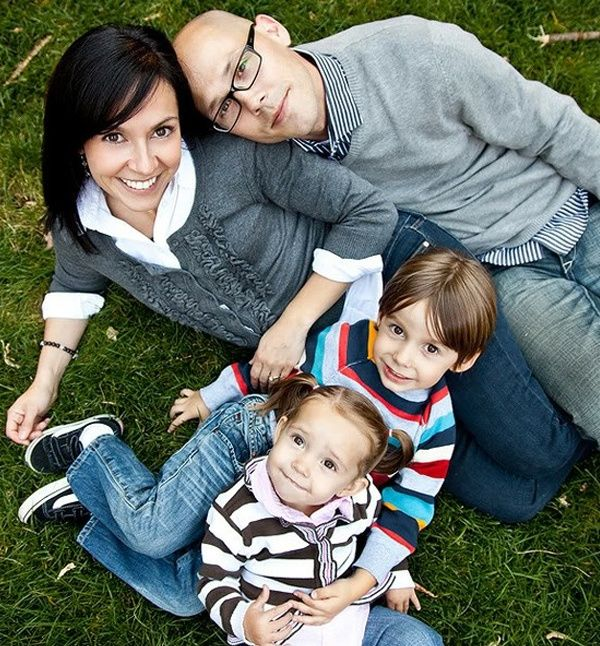 Cute family portrait ideas family photo ideas pinterest for Family of 4 picture ideas