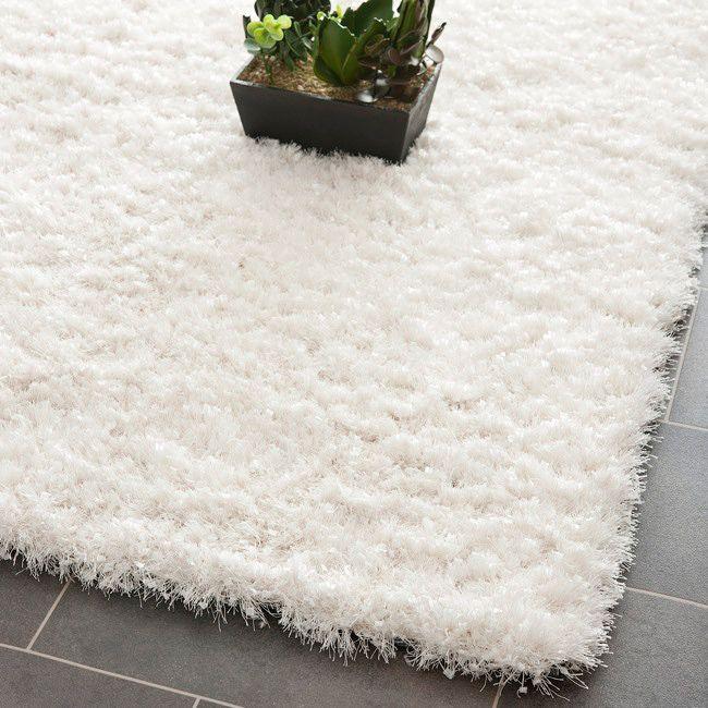 White shag rug x 10