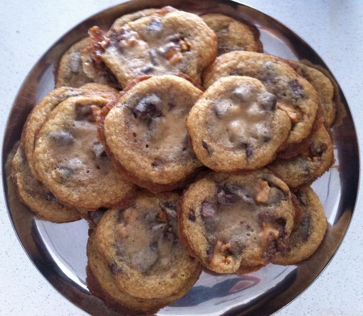 Gooey & Buttery Chocolate Chip & Snickers Bar Cookies Recipe. SO GOOD!