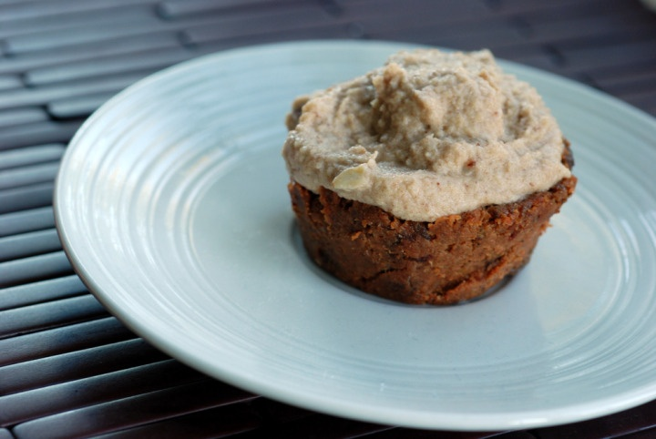 Raw Carrot Cake Cupcakes with Cashew Frosting WITH CARROT PULP!