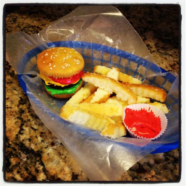 Hamburger cupcake #cupcake | cake and food | Pinterest