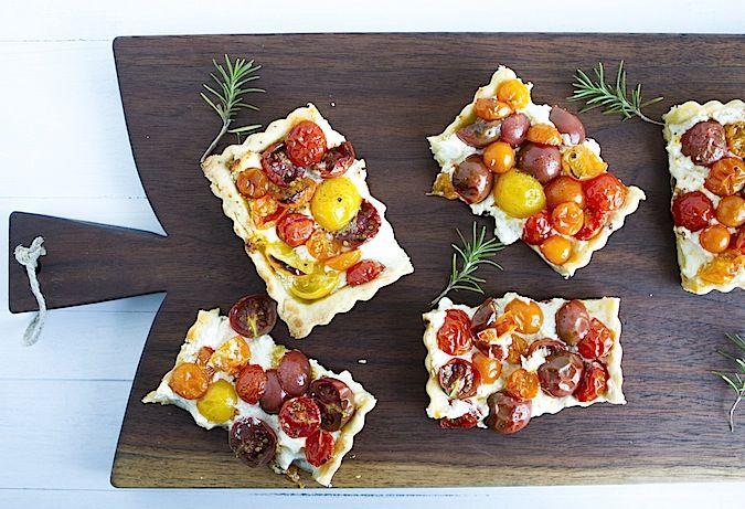 Easy Summer Tomato Tart - Chez Us #tart #tomatoes #recipe
