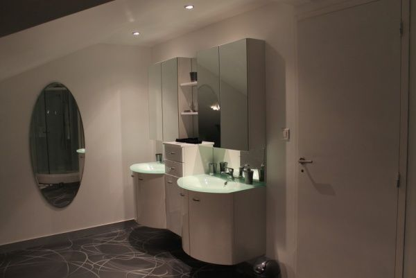 Salle de bain design dans la salle de bain pinterest for Cache tuyau salle de bain