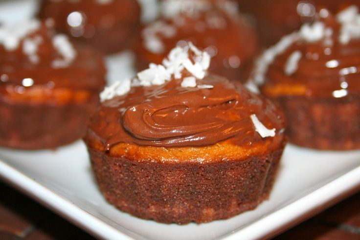 paleo cupcakes with chocolate frosting | paleo baked goods and sweets ...