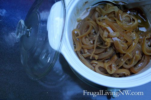 How to make slow cooker caramelized onions - Frugal Living NW