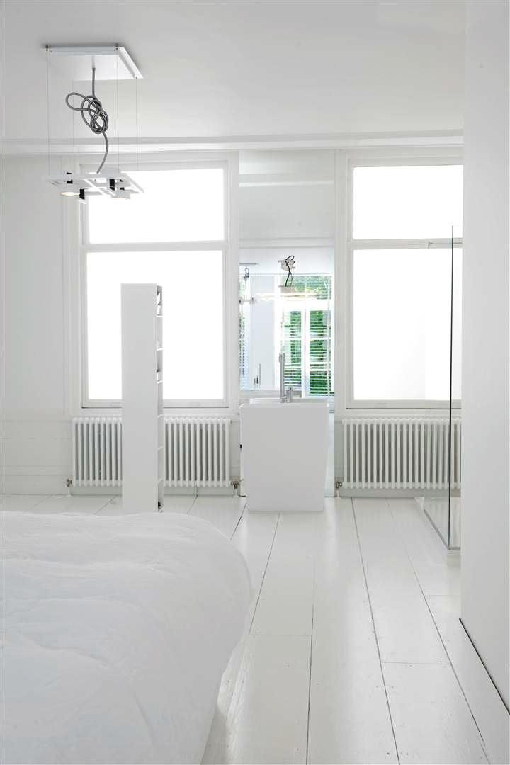 Design Badkamerventilator ~ Sjartec Badkamers, sanitair, Leiden, Zuid Holland  White Luxury