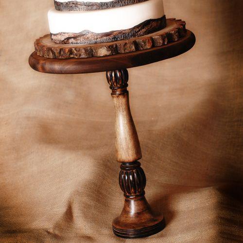 Beautiful tree slice pedestal cake holder | Wedding Ideas | Pinterest