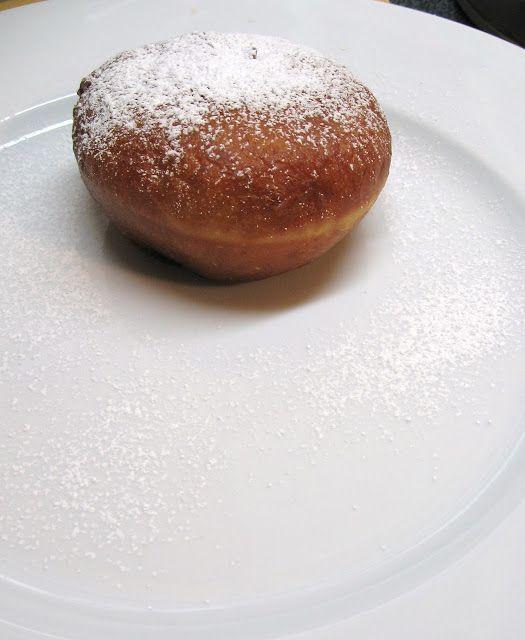 foodwanderings: Sufganiyot - Israeli Jelly Doughnuts