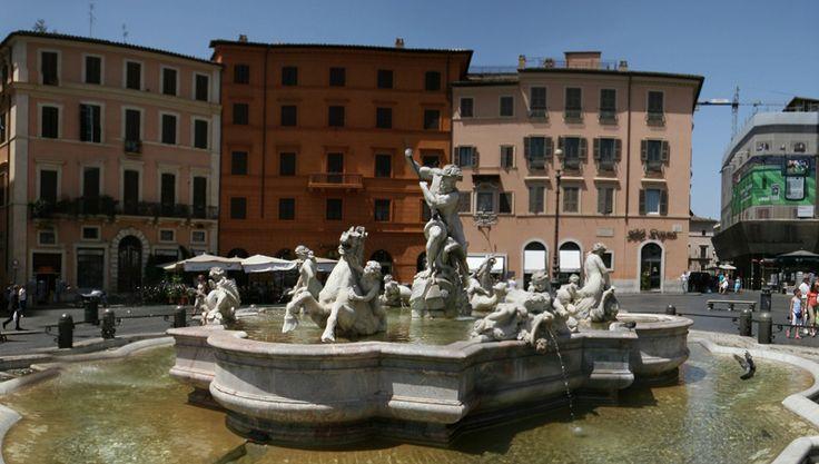 Fountain of Neptune | RentTheSun