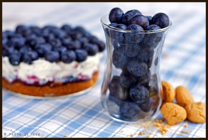 Blueberry and mascarpone cheesecake with amaretti crust- mmm