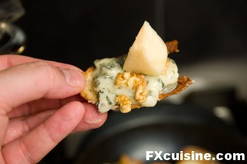 salad blue cheese pear walnut salad w blue pear and blue cheese salad ...