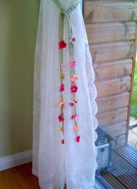 Free Crochet Pattern Flower Curtain : Garden Tie-Backs - free crochet pattern Crochet: Home ...