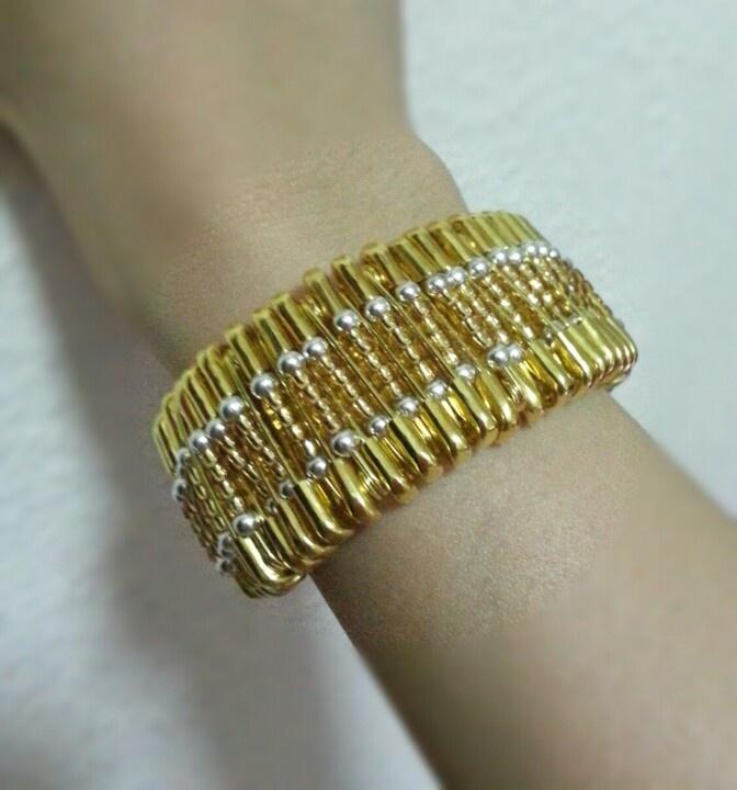 Easy safety pin bracelet safety pin crafts pinterest