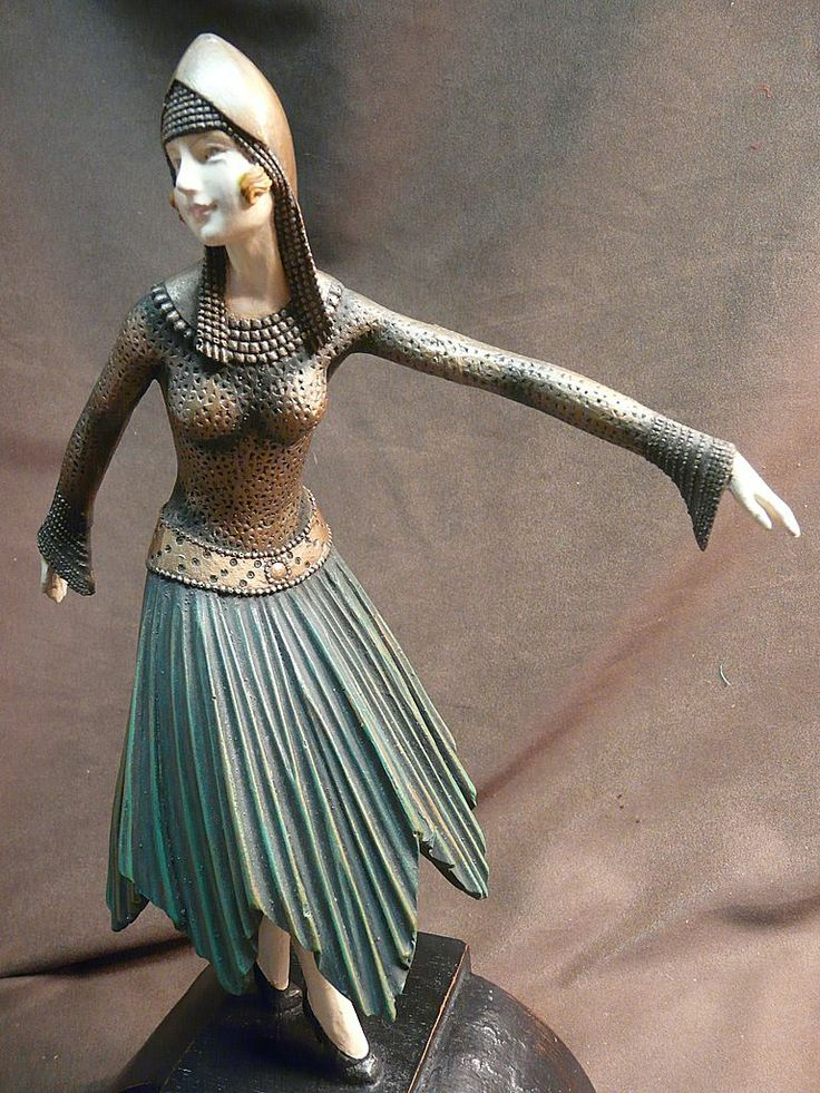 Chiparus- / Style Art Deco Dancer Figurine