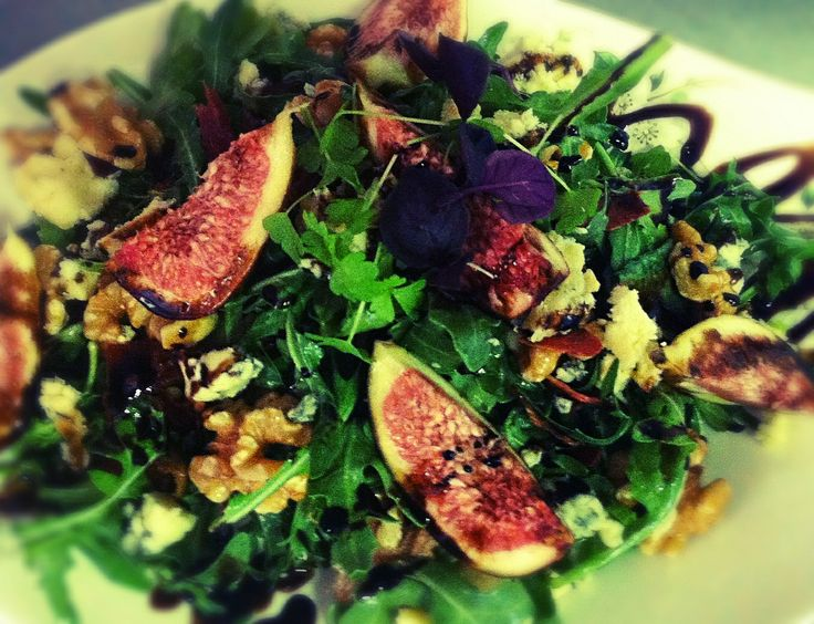 ... little fig,blue cheese & prosciutto salad w/sticky balsamic dressing