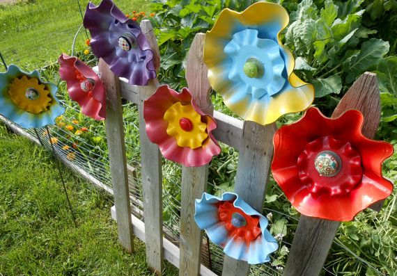 Hey, I found this really awesome Etsy listing at http://www.etsy.com/listing/155137570/painted-vinyl-record-flower-garden-art