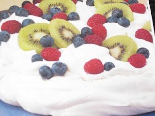 Easy Pavlova   Ladybug's Sweet Treats   Pinterest