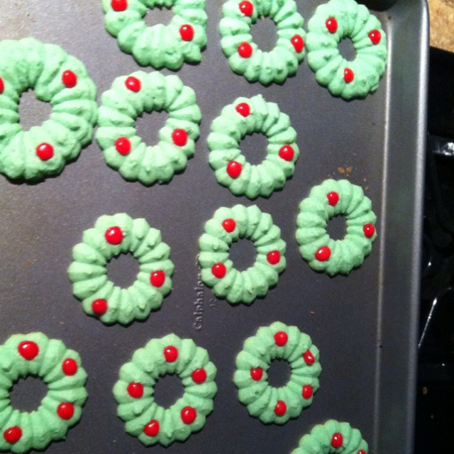 Spritz Wreath Cookies Vanilla-bean spritz wreaths recipes — dishmaps