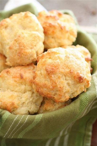 White Cheddar Garlic Biscuits | Cooking: Breads/Crackers/Baking/Starc ...