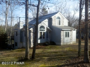 Hawley real estatehomes sale lake wallenpaupack el real for Log cabin resort montello wi