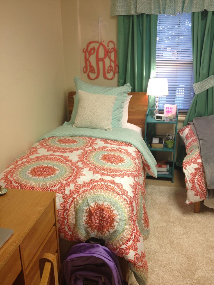 Dorm room bed | dorm room | Pinterest