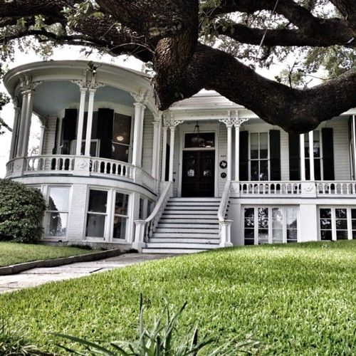 Southern home with a huge front porch dream home pinterest for Southern dream homes