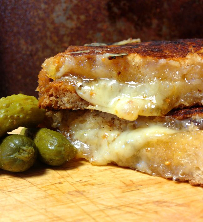 Cinnamon-Apple Cheddar Grilled Cheese Sandwich on Irish Raisin Bread ...