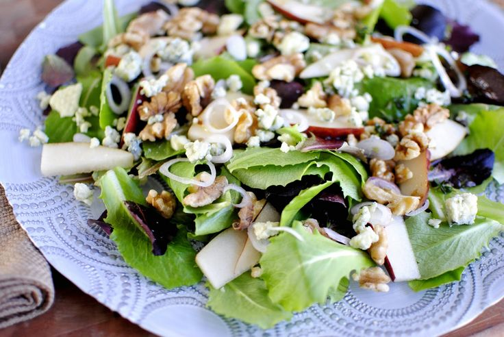Pear, walnut and gorgonzola salad... Foody goodness!