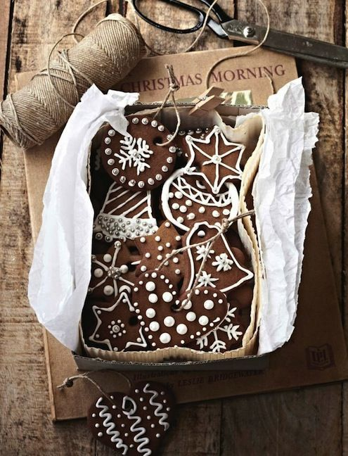 gingerbread cookies with royal icing. | christmas crushes. | Pinterest