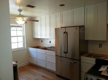 Ceiling height white shaker cabinets home scandinavian for Ceiling height kitchen cabinets