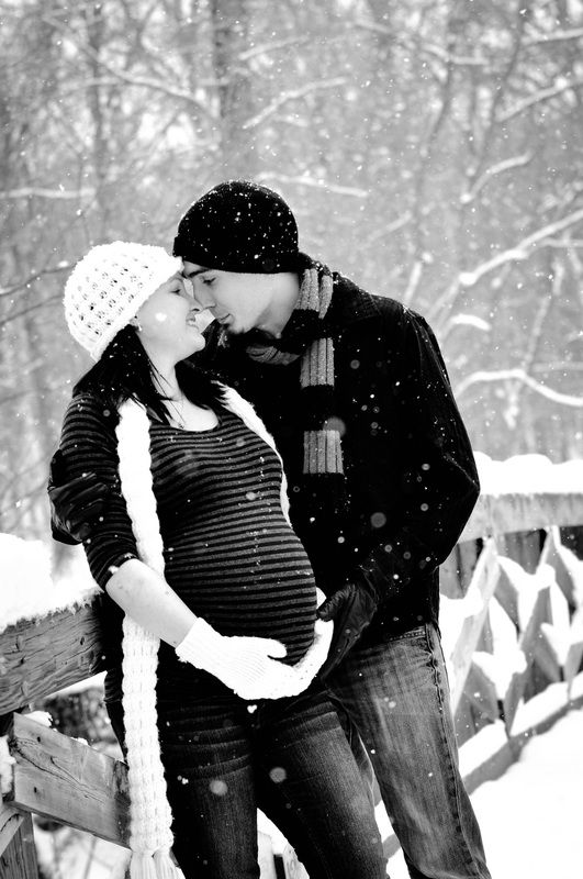 Outdoor Winter Maternity Pictures - pregnancy in the snow - baby bump - belly pictures