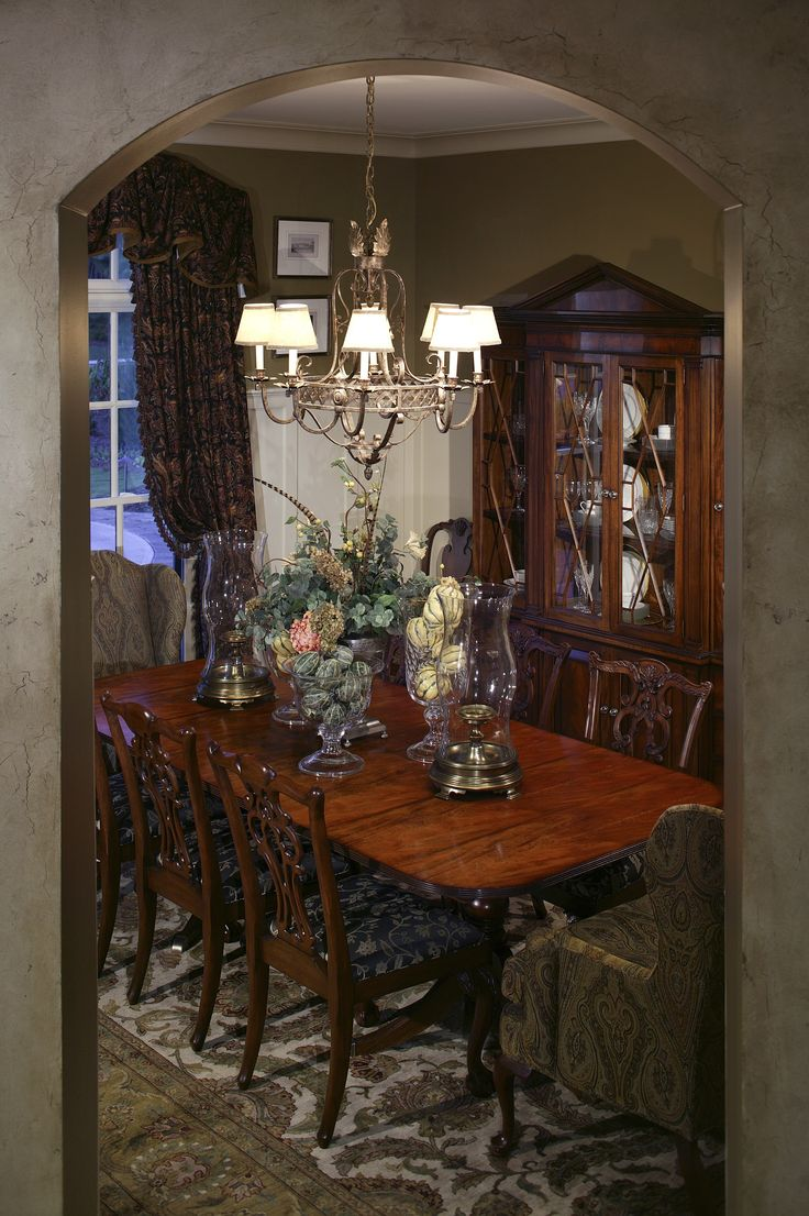 How to choose lighting fixtures for your dining room and foyer for Traditional dining room light fixtures