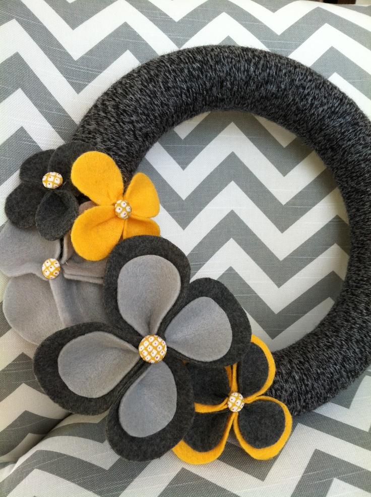 My first yarn wreath - complete!