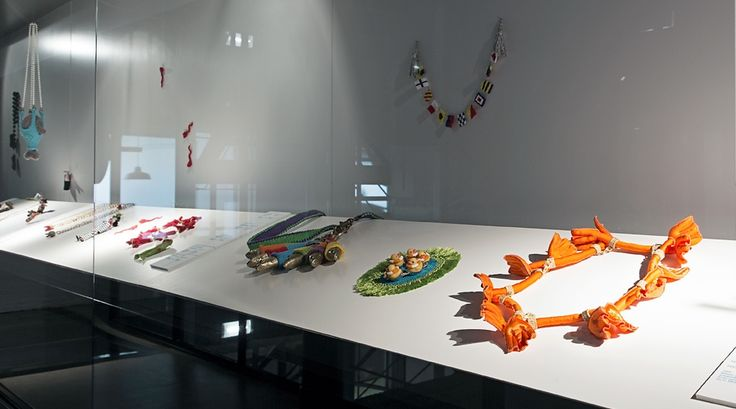 Body jewels - TextielMuseum