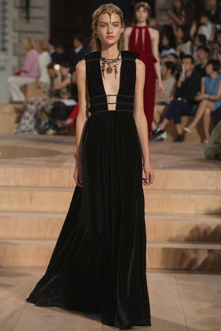 http://procapitalistru/moda/spring-summer-2013/haute-couture-spring-2013/item/4979-valentino-haute-couture-spring