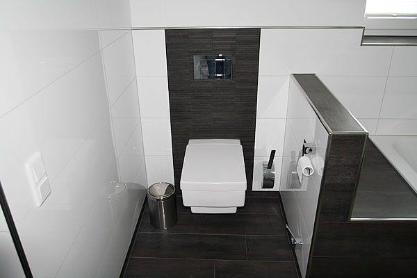 Schwarz geflieste badezimmer