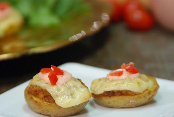 Chopotoes ~ Twice Baked Chorizo Potatoes with a Tomato-Sour Cream Aio ...