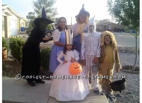 Fun Homemade Wizard of Oz Family Costume    This website is the    Wizard Of Oz Homemade Costumes