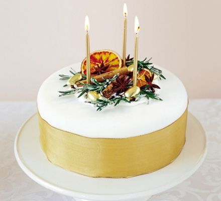 Christmas Cake Decoration With Fruit And Nuts : Festive fruit and spice decoration for cakes. Another for ...