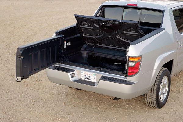 The in-Bed Trunk of a 2008 Honda Ridgeline. The tailgate can open ...