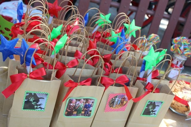 Favors at a Wizard of Oz party #wizardofoz #partyfavors