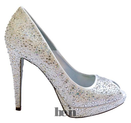 Women evening shoes white