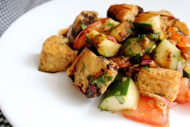 Panzanella Salad- a twist on the classic bread salad with cucumbers ...