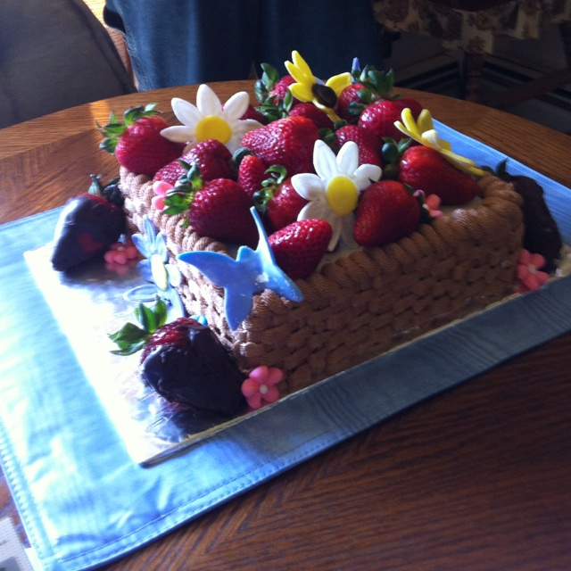 Strawberry basket cake | KC Cakes | Pinterest