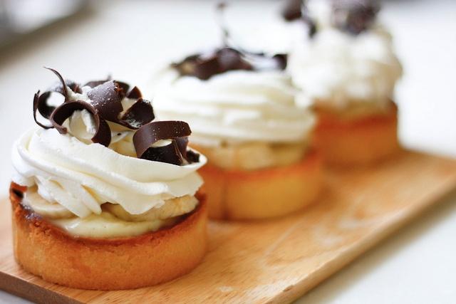 Banana cream tart pate sucree dark chocolate, caramel, vanilla bean ...