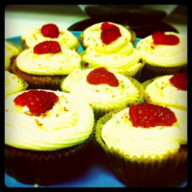 Kir Royale Cocktail Cupcakes (Champagne and Chambord) | Cupcakes, Cake ...