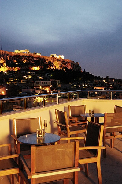 yes, I did stay in the Central Hotel in Athens, Greece.  There's a hot tub on that roof.