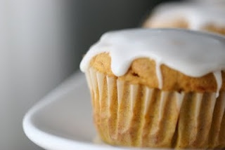 Pumpkin cupcakes with buttermilk icing | bakery & sweets. | Pinterest